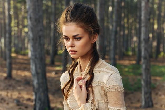 森の女性ヘアスタイルモデルドレスツリー妖精