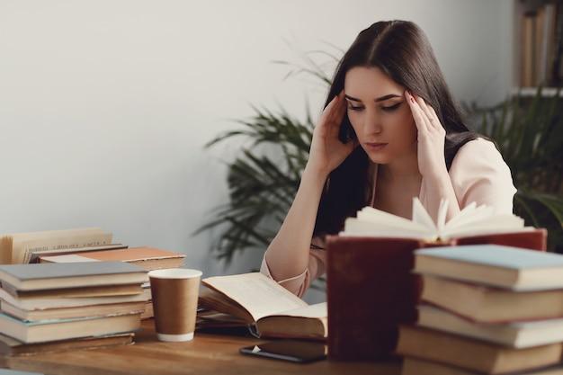 図書館の女