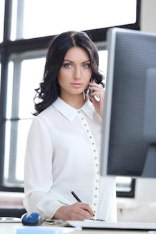 사무실에서 여자