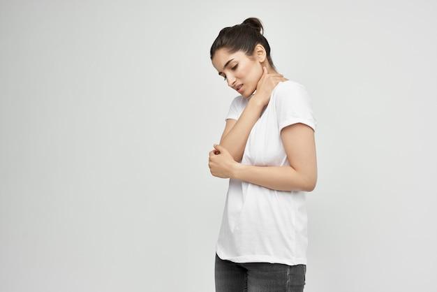 흰색 tshirt 건강 문제 의학 치료에 여자