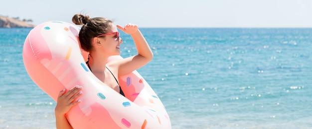 도넛 풍선 반지 찾고 여자