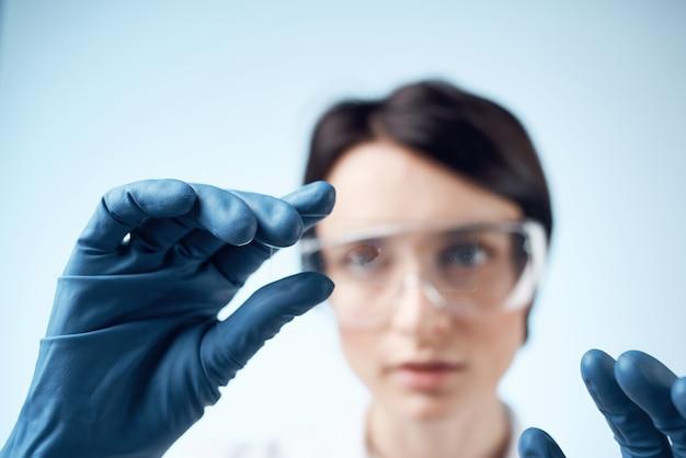 여성 실험실 조수 분석 진단 기술 연구 과학