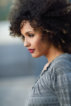 Woman leaning against a wall and background out of focus
