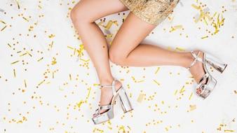 Woman legs on festivefloor