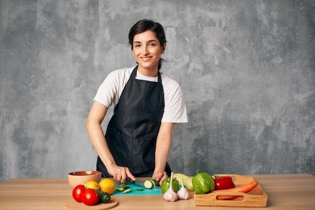 家庭での女性の昼食菜食主義の食事療法