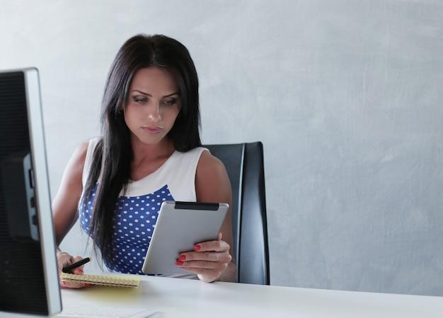 Donna in un ufficio