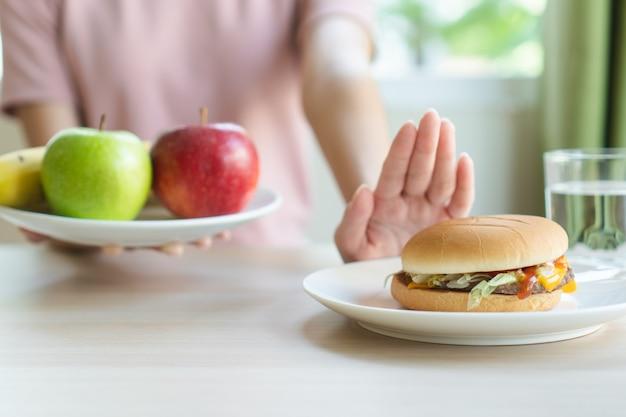 건강을 위해 다이어트에 여자입니다.