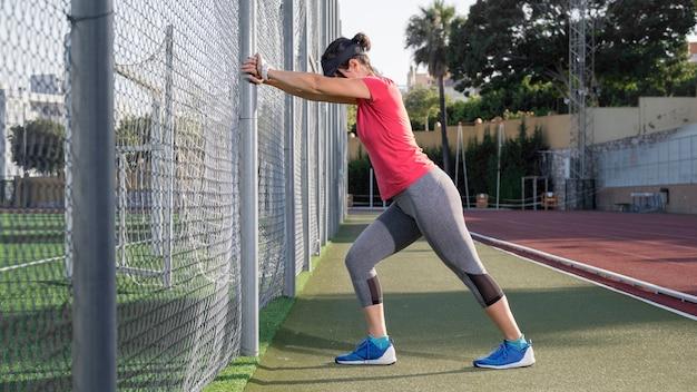 フィールドトレーニングの女性