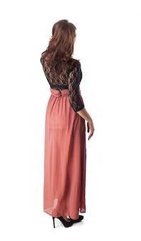 赤のロングスカートと彼女の背中に女