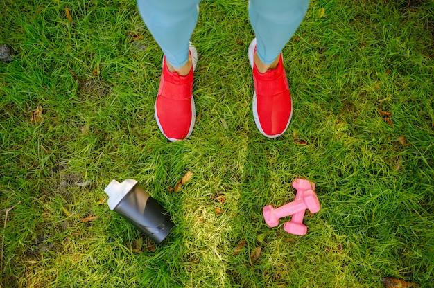 아침에 여자 공원에서 훈련, feets 평면도