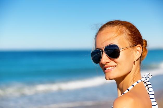Женщина на пляже