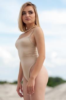 모래 위의 여자