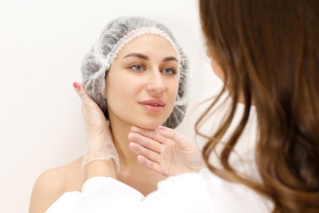 美容師の予約で女性患者