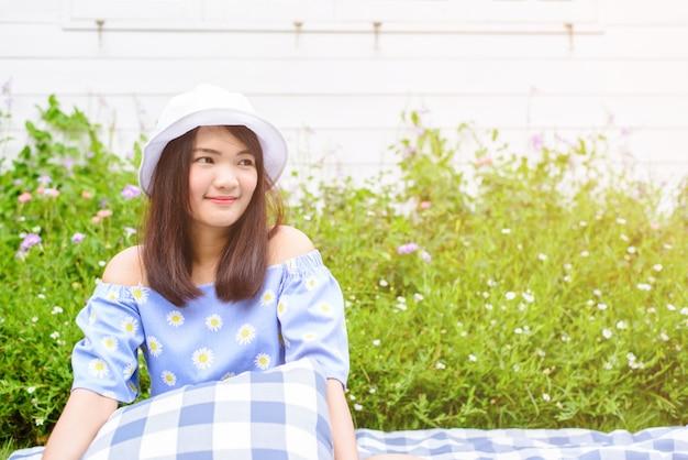여자 계획 소녀 야외 라이프 스타일