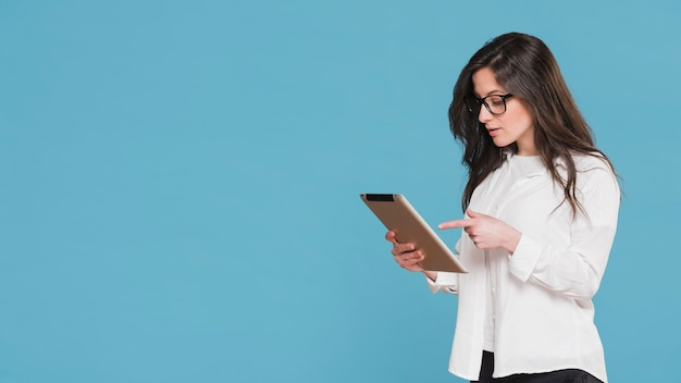 Woman pointing at her tablet copy space