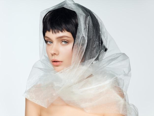 Женский портрет черный парик, портрет красоты