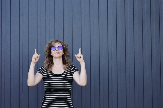 Женский портрет в солнцезащитных очках