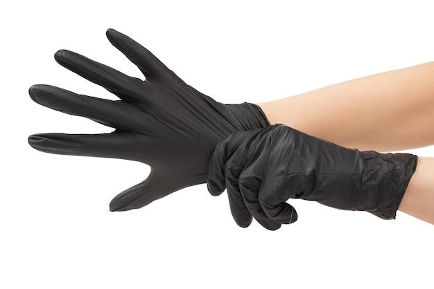 女性は黒いゴム手袋をはめます。白で隔離。