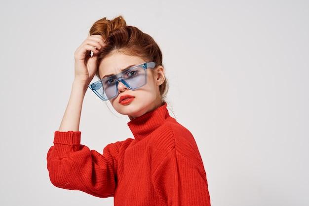 여자 빨간 입술 매력적인 모습 스튜디오 재미 모델