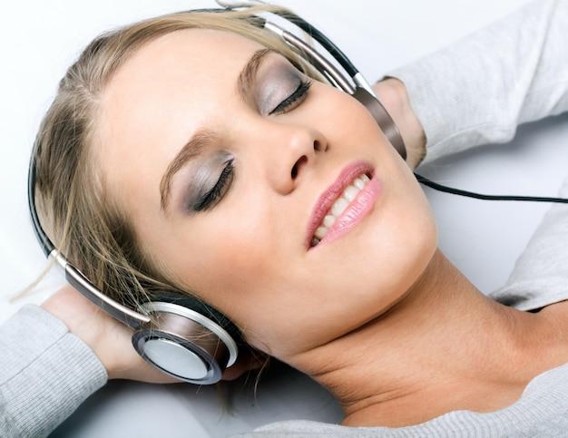 音楽をリラックス女
