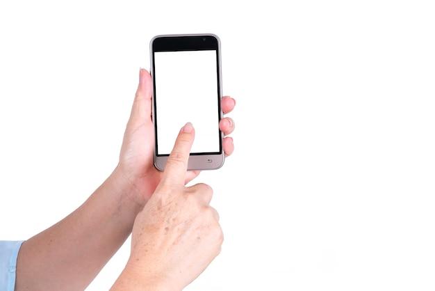 現代のスマートフォンを持って、白い背景で隔離の画面に指を使用して女性の手