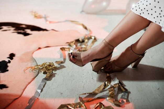 大晦日のパーティーでの女性の靴