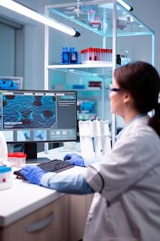 생화학 실험실, 실험, 의사에서 여성 과학자 엔지니어링 바이러스