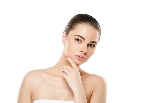 Женское лицо кожи, красивый здоровый уход за кожей женский портрет, чистое лицо без макияжа, естественный макияж молодая модель красоты изолированы