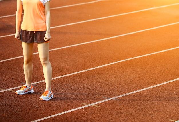 La donna in un circuito sportivo