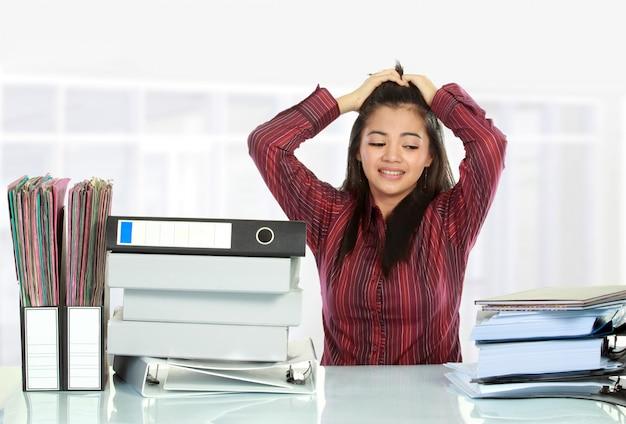 オフィスでの女性のストレス