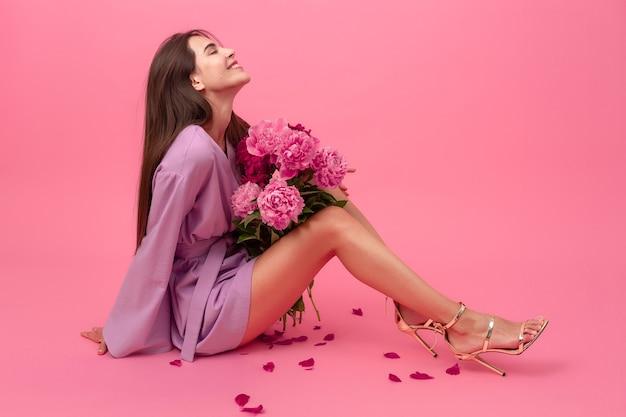 Женский стиль на розовом фоне