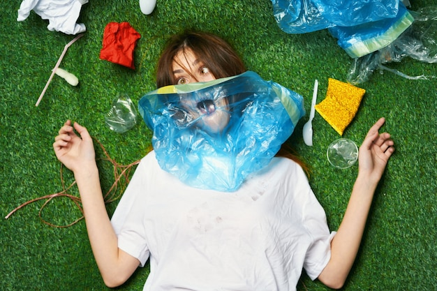 Woman suffocates from a lack of air due to trash in the park