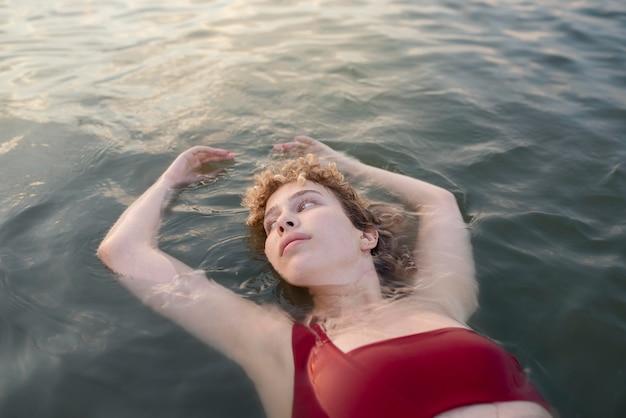 Nuoto donna, tiro medio