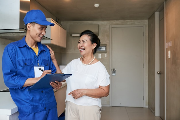 Woman thanking service worker