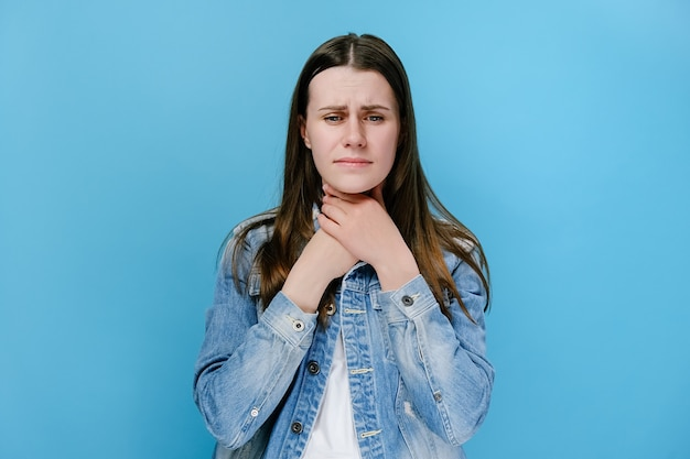 Woman touches neck, suffers from sore throat