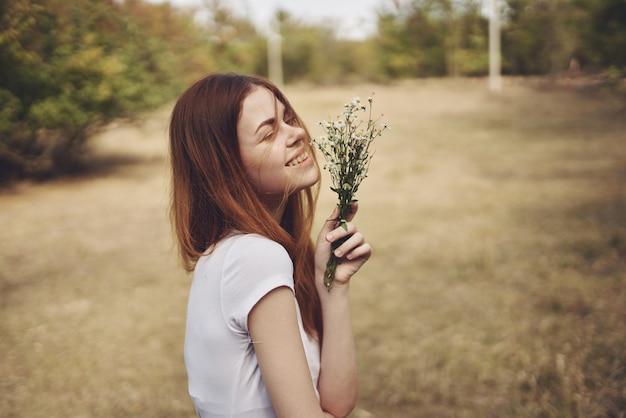 女性旅行休暇植物自然ライフスタイル夏