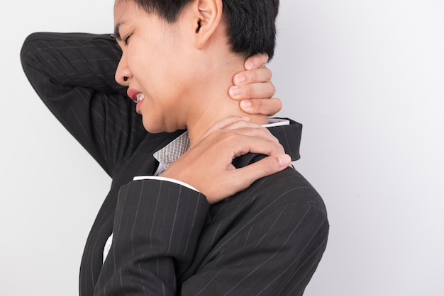 The woman used the handle on her neck with pain.