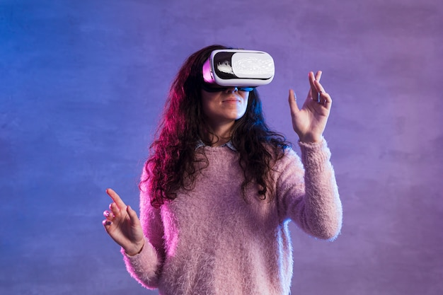 Woman using a vr and dancing