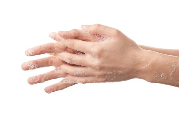 白い背景で手を洗う女性