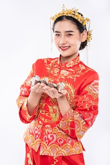 Woman wear cheongsam suit and black shoe ready to give the gift money to relative