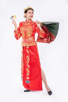 Woman wear cheongsam suit get many things from using credit card in chinese new year