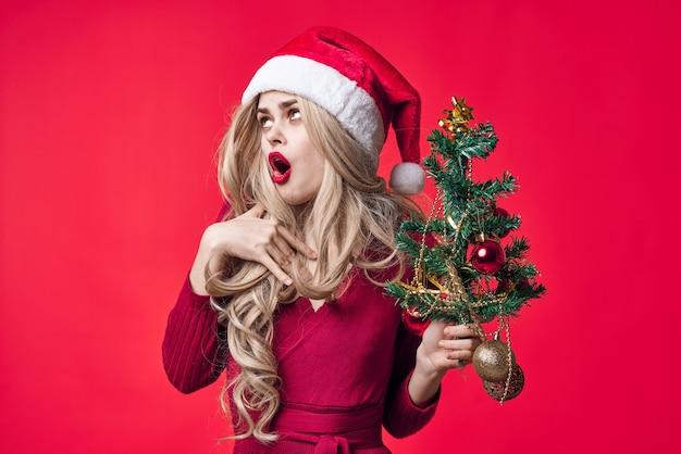 サンタクロースの衣装を着ている女性ファッション休日のおもちゃの装飾クリスマス。高品質の写真
