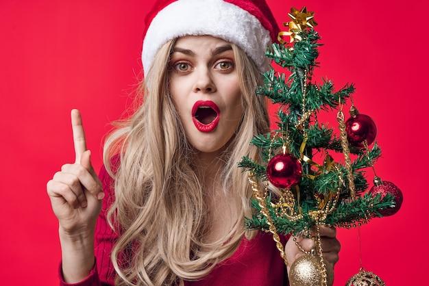 サンタクロースの衣装を着ている女性ファッション休日のおもちゃの装飾クリスマス