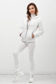 Женщина в зимней одежде портрет