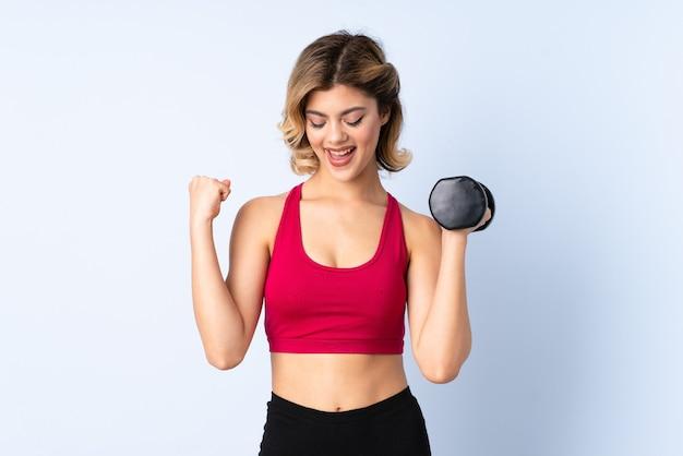 Тяжелая атлетика женщина в студии