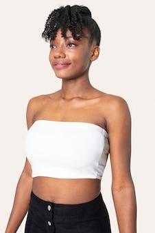 Donna in top a fascia bianco semplice servizio di abbigliamento estivo