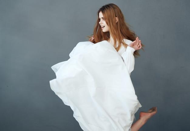 여자 흰 드레스 댄스 럭셔리 패션 글래머