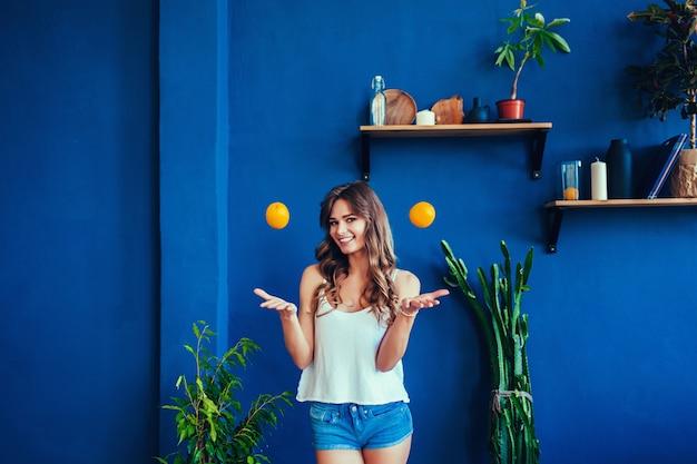 Woman witg oranges