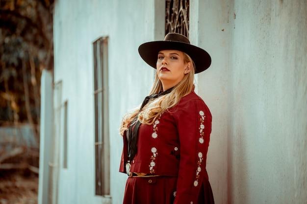 アルゼンチンのガウチョの衣装を着た女性
