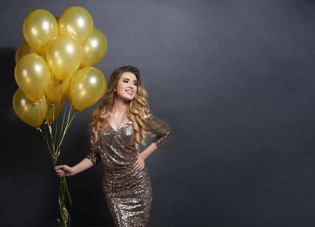 Женщина с воздушными шарами